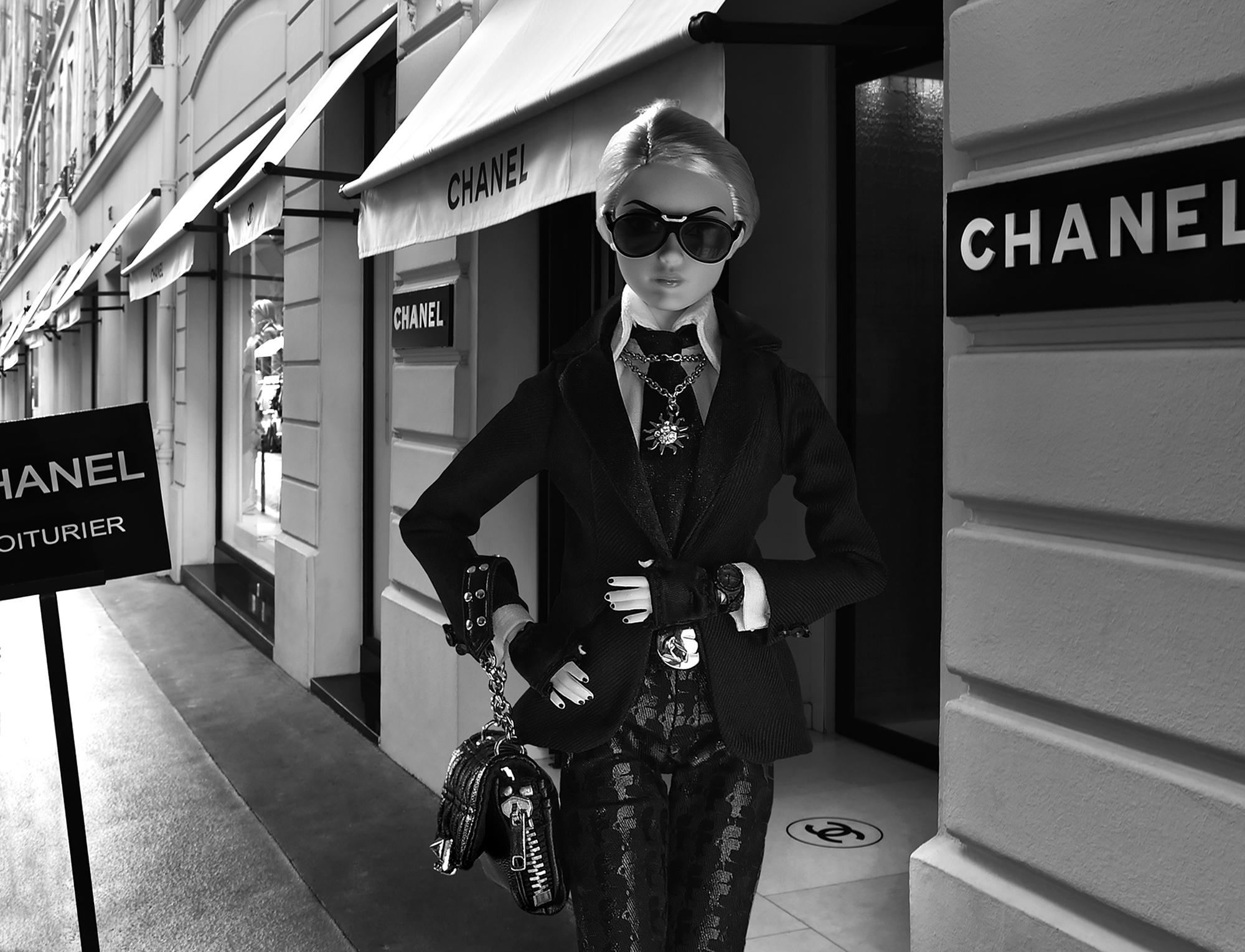 barbie-Karl-rue Cambon ┬® Michel Trehet